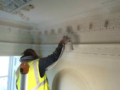 Kingston Maurwood Cornice Spraying
